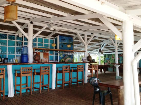 Playa Bluff Lodge: Open air restaurant facing the beach