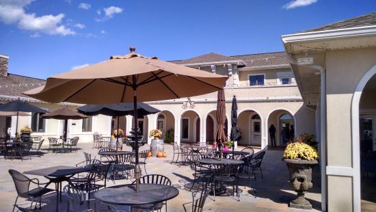 Mount Crawford, VA: Winery patio