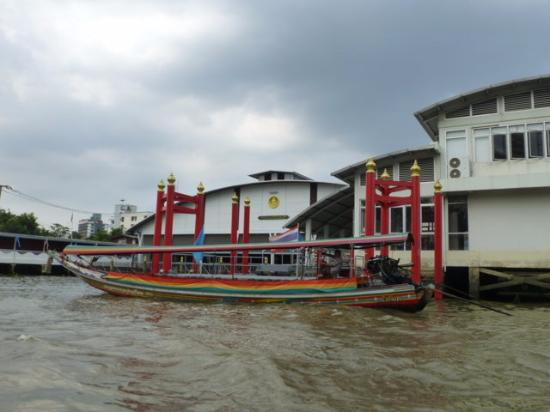 Ausfahrt und Ansicht - Picture of Royal Barges National Museum, Bangkok - Tri...