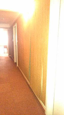 moquette murale en piteux tat photo de hotel restaurant. Black Bedroom Furniture Sets. Home Design Ideas