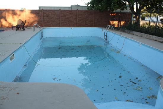 Wayside Motor Inn Pool