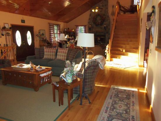 Berry Springs Lodge: Living room
