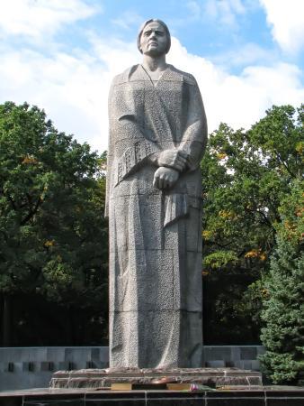 Скульптура Матери на Мемориале Славы. Харьков, Украина ...