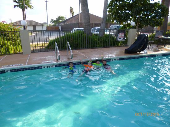 Holiday Inn Express Harlingen: Kids loved the pool