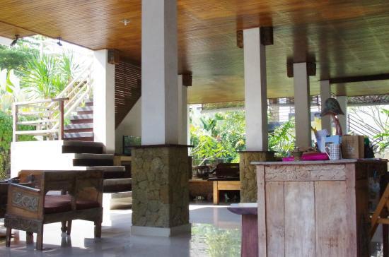 Coco Balibali: 1階のパブリックスペースで朝食をいただきます