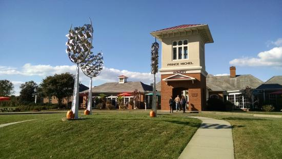 Leon, VA: PM entrance with wine glass metal sculptures