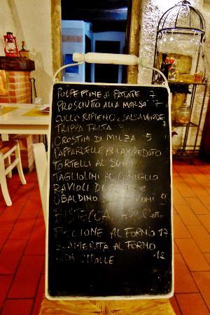 Vicchio, Italien: Die Tafel mit dem Tagesangebot
