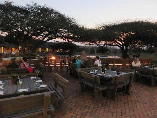 Bayala Game Lodge: diner sur la terrasse