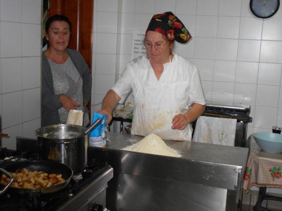 Montespertoli, Italië: ONE OF SEVERAL COOKING LESSONS PROVIDE