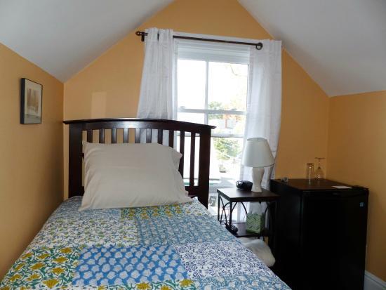 Davis Square Inn - Prices & Guest house Reviews (Somerville, MA ... | furniture davis square
