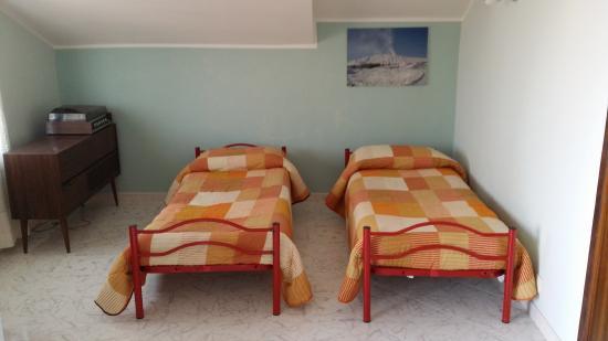 Casa Vacanze Bellavista: Salone con lettini, lato sud