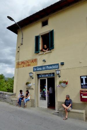 Vicchio, Italia: Das Haus an der Brücke