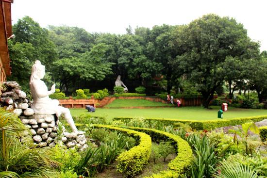 Parmarth Niketan Ashram: Yoga Tent Garden