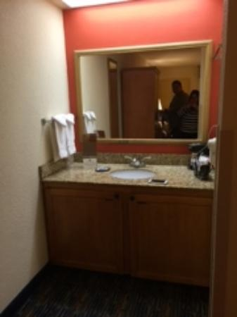 BEST WESTERN Dulles Airport Inn: outside sink area