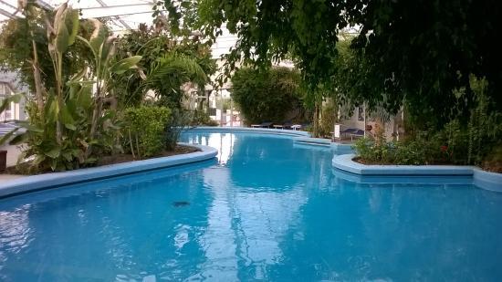 Piscina termale esterna picture of hotel continental for Isola gonfiabile piscina