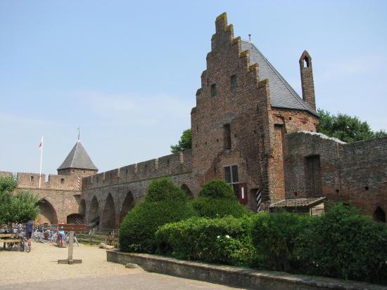 Kasteel Doornenburg   Foto van Kasteel Doornenburg, Doornenburg   TripAdvisor