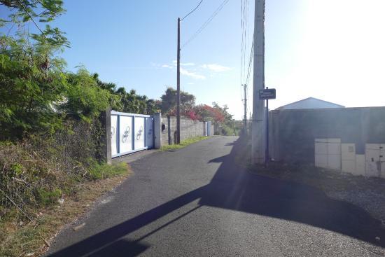 Residence Cocody : rue menant aux maisons