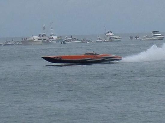 Coral Resort Condominiums: Superboat