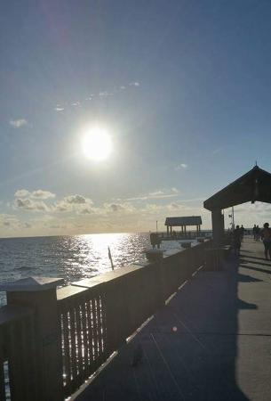 Coral Resort Condominiums: Sun coming down
