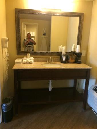 Sunday House Inn: Vanity