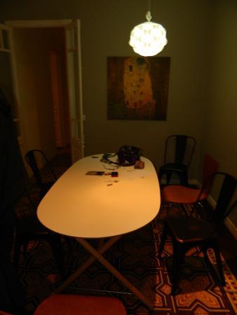 Sagrada Familia Apartments: yemek salonu