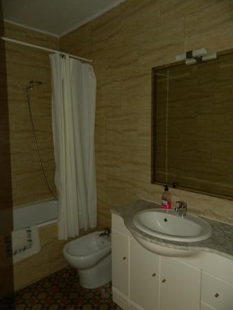 Sagrada Familia Apartments: banyo