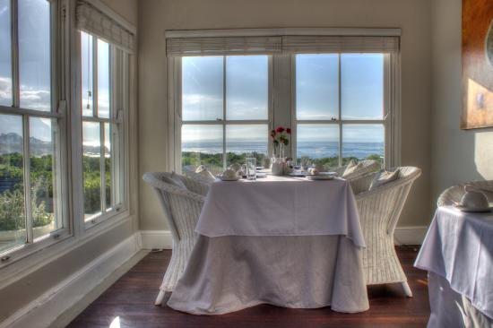 Ocean Eleven Guesthouse: Dining room with a super view