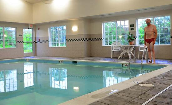 Country Inn & Suites By Carlson, Winchester: Nice pool, not too many chemicals.