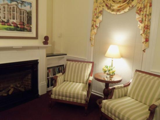 Yarmouth Port, MA: Sitting room of suite