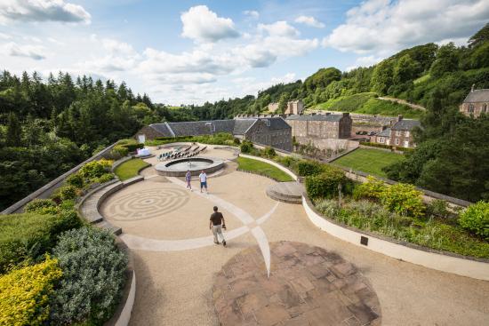 Écosse, UK : The roof garden at New Lanark Visitor Centre