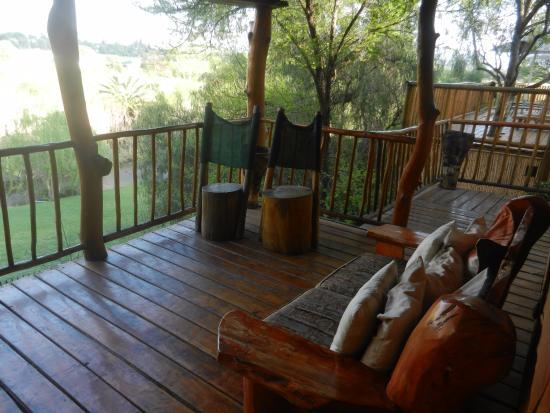 sch ner balkon picture of riverside lodge oudtshoorn. Black Bedroom Furniture Sets. Home Design Ideas