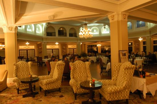 Omni Bretton Arms Inn at Mount Washington Resort: The dining room