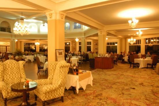 Omni Bretton Arms Inn at Mount Washington Resort: The main dining room