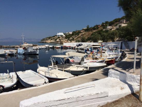 Aerides Beach Bar - Restaurant: Den nærliggende havn