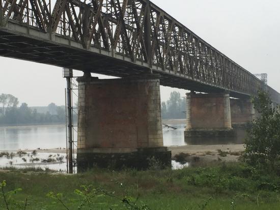 Linarolo, Италия: Ponte sul Po