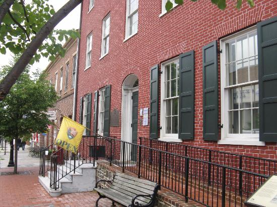 David Wills House: Exterior Davis Willis House