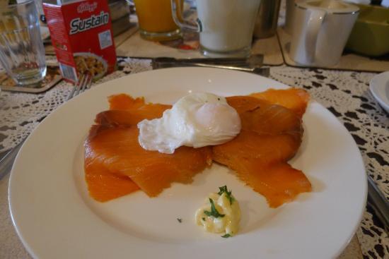 Oyster Bay, Australien: oeufs pochés avec toasts et saumon au petit déjeûner ( on avait le choix entre différents plats