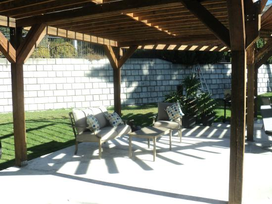 Grand Forks, Canada: Many different type's of seating available under our Pergola