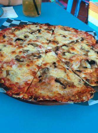 Pizzas a la Lena Black Albahaca