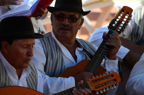 La Piramide: Fiestas típicas canarias