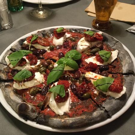 Pizza gourmet con tocco personalizzato foto di for Pizzeria il tocco