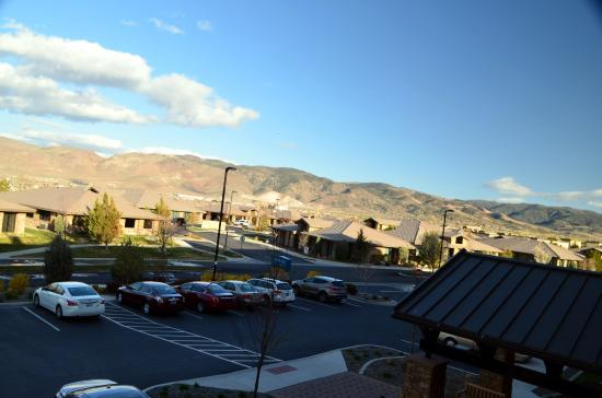 Staybridge Suites Reno Nevada: View of the lobby entrance and parking lot