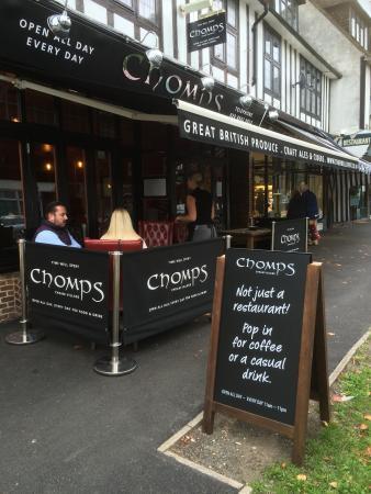 Chomps