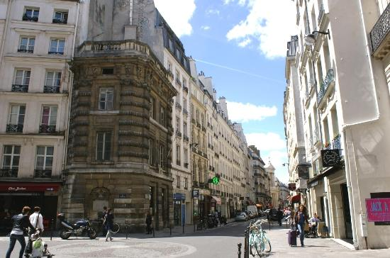 rue saint honor et grande fontaine picture of rue saint. Black Bedroom Furniture Sets. Home Design Ideas