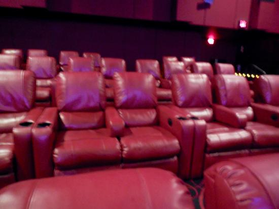 Braintree, MA: Love the reclining seats.