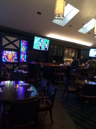 Ken's Steak House: The bar