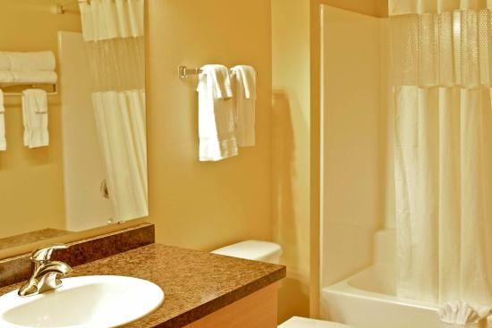 Arbuckle Lodge Gillette: Extended stay suite bathroom