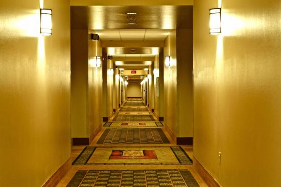 Arbuckle Lodge Gillette: Indoor corridors