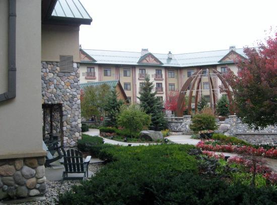 Little River Casino Resort: Outdoor courtyard