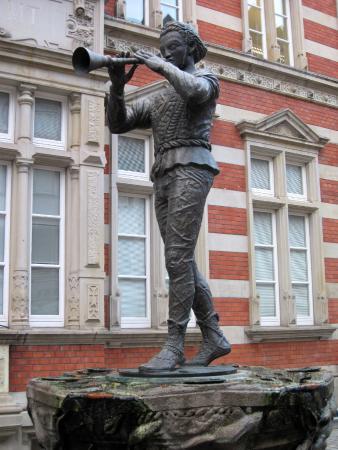 Resultado de imagen de pied piper statue hamelin